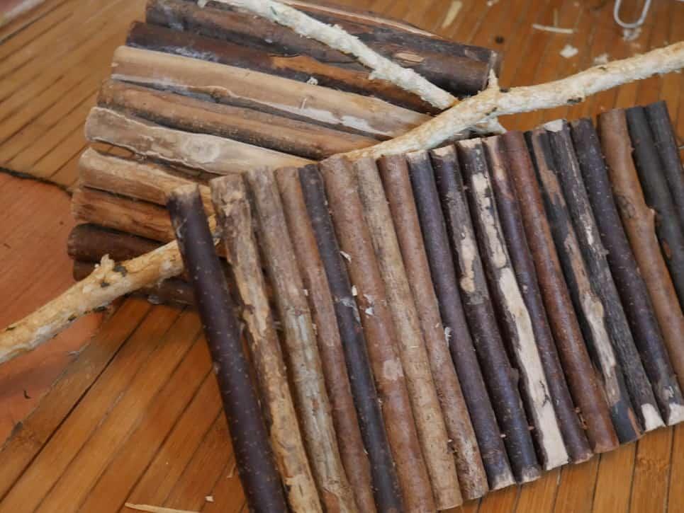 Rohstoffe: Das Bild zeigt einen kleinen Stapel Holz
