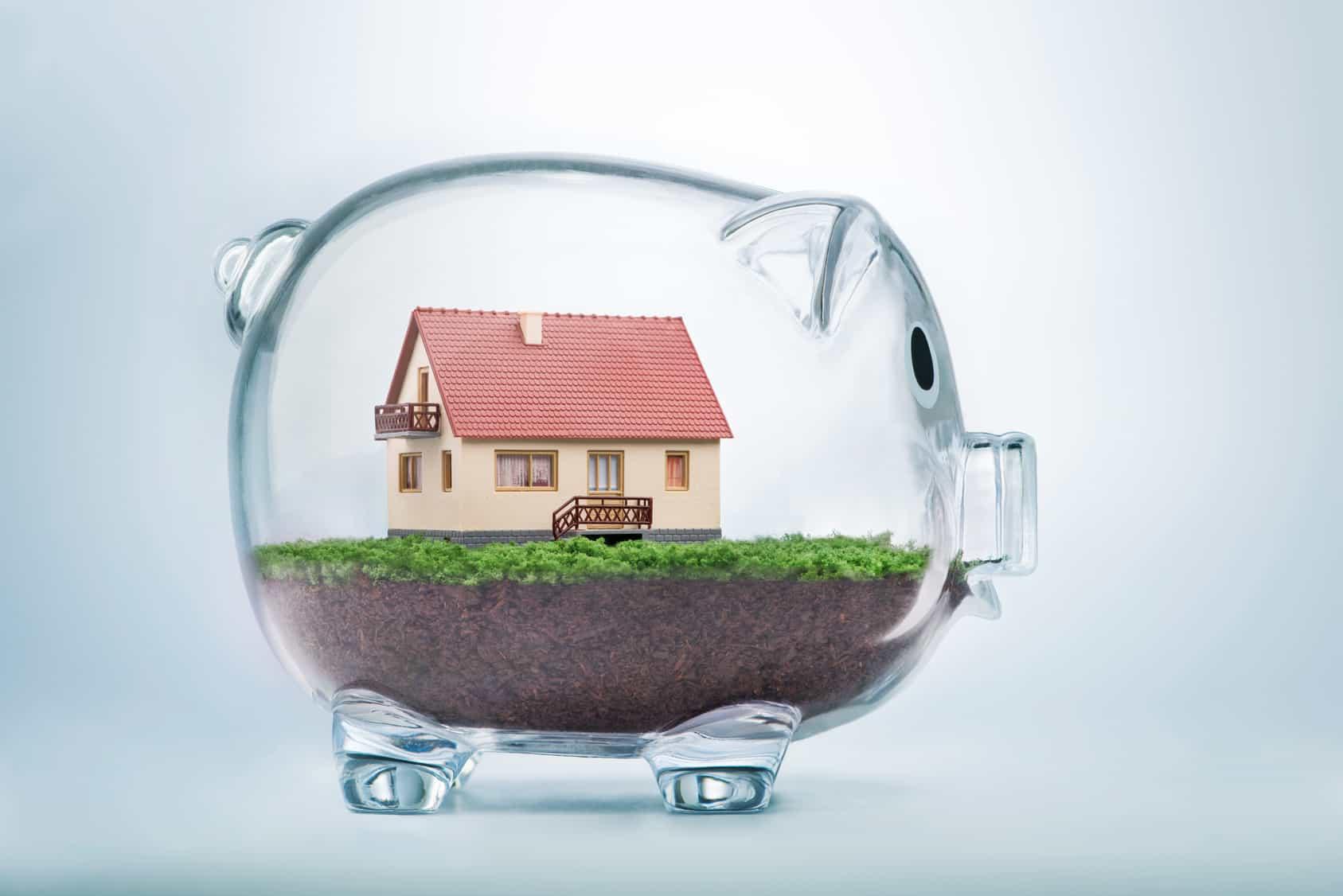 Kaufen oder mieten? Ein Haus im gläsernen Sparschwein