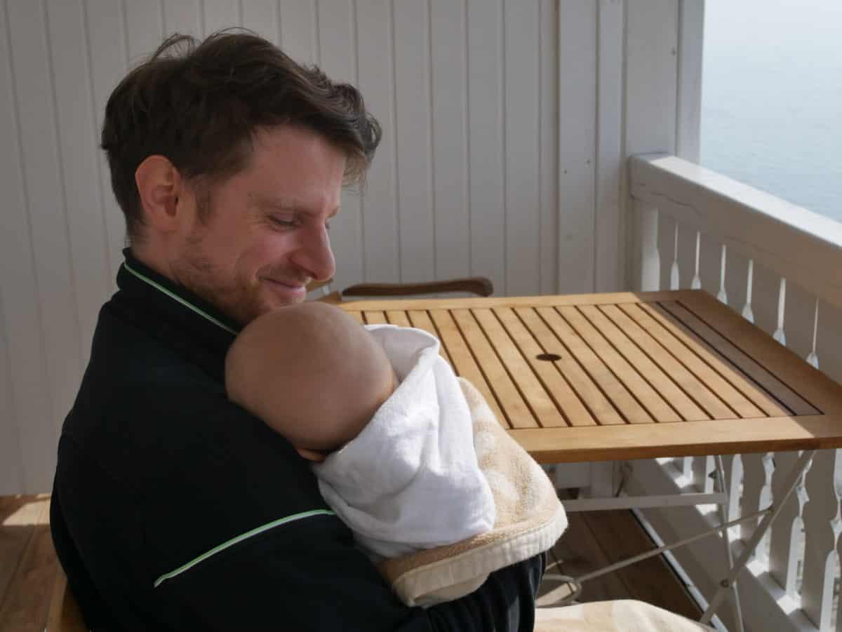 Sparen mit Baby ist leichter als man denkt. Mit den folgenden 16 Tipps sparst du Jahr für Jahr mehrere tausend Euro.